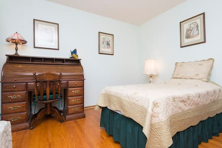 Quiet  private room with  private  bath +  WIFI - Milpitas