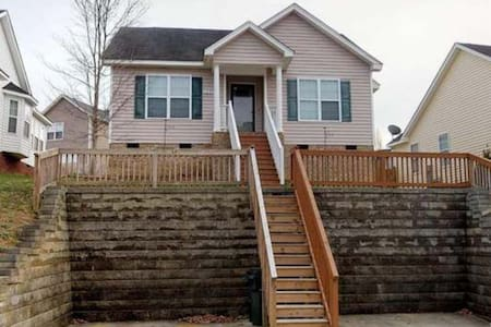 Adorable Knightdale house, close to Raleigh