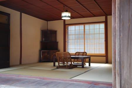 一泊二食付き 山と川に囲まれた古民家でゆったりのんびり時間 - Otsu - Bed & Breakfast