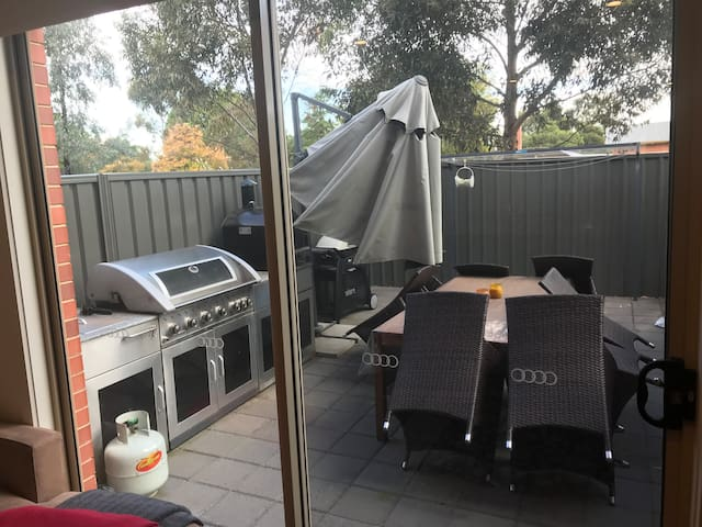Brand new 3br townhouse 10-15 minutes from CBD
