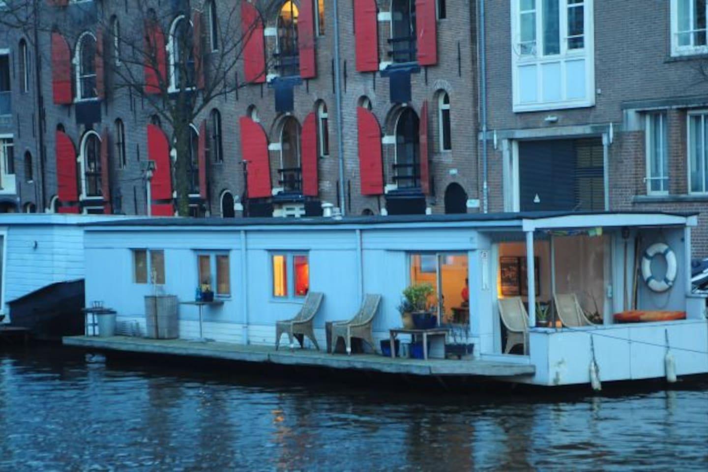Amazing Houseboat