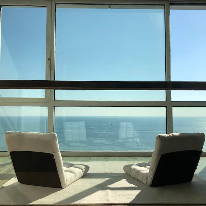 해운대 고층 오션뷰(High flr Ocean View) 실평수 27 평. 위치 좋음.