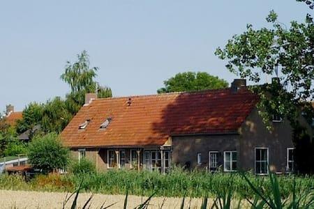 woonboerderij/vakantieappartement - Sint-Maartensdijk - Apartemen