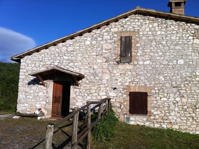 Gorgeous farmstead - Central Italy - Norcia - House