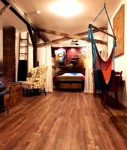 Shore Studio Hideaway, Pet Friendly & Convenient