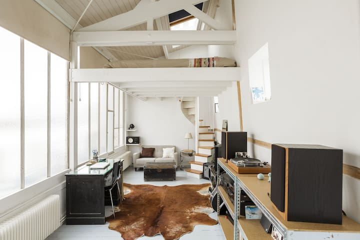 Quiet and well located loft