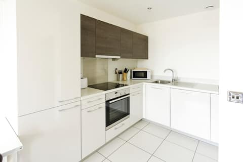 Abodebed - Bright, Modern Apt/1 Bed in Town Centre