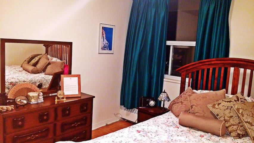 ***Cozy Room in Toronto***