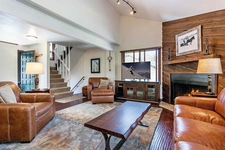 5 Min Walk To Bus Stop, Access Vail or Beaver Creek, Eagle Vail Townhome Located on 11th Tee Box!!