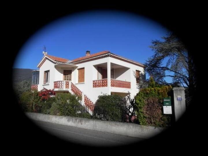 Villa à 10 mn Centre Ville Nyons /100m Piscine