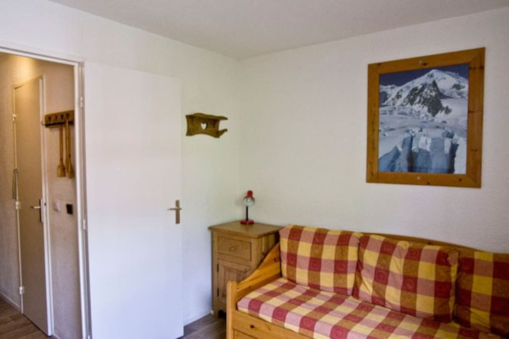 Main room sofa bed side / Pièce principale côté canapé lit / Stanza principale lato divano letto