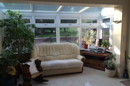 Double Room in Family Home - Burgess Hill - Casa