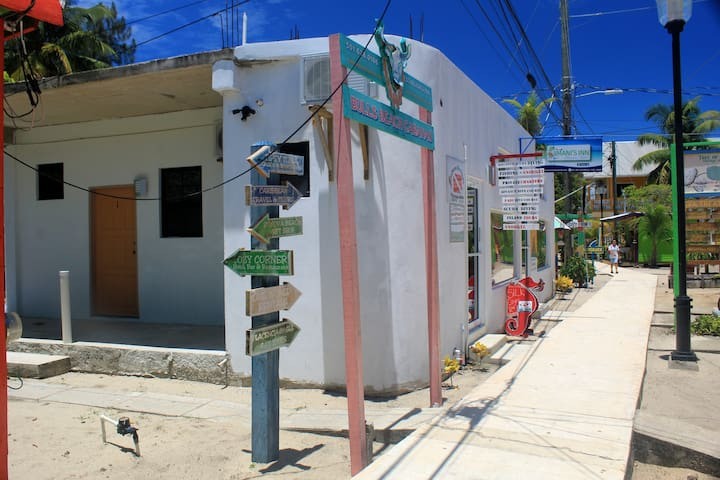 GREAT FOR BUDGET TRAVELERS   PLACENCIA   ROOM #2