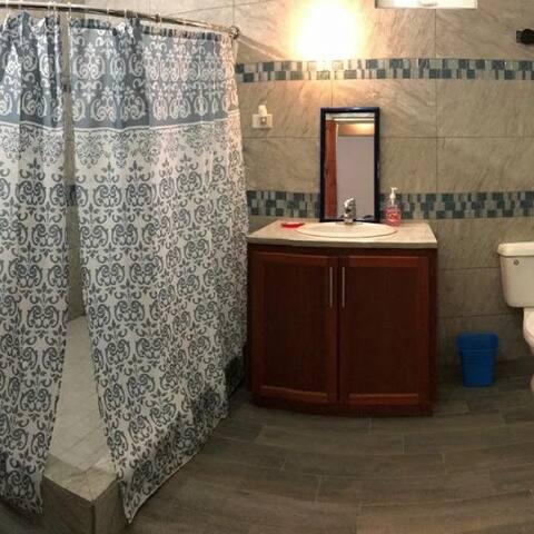 Apt 2 Bath