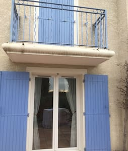 TWO BEDROOM HOUSE WITH SHARED POOL, PEZENAS