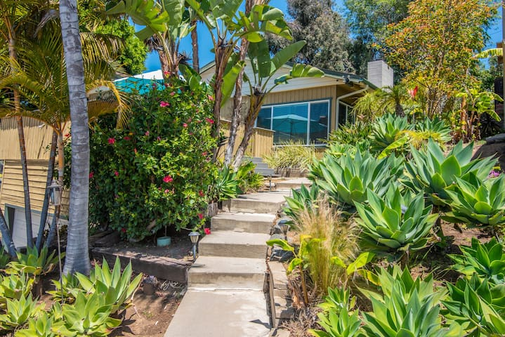Super Disinfected Beach home Close to All - HotTub