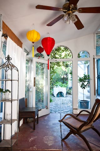 Lush Sanctuary Steps to St Charles! - New Orleans - Wohnung