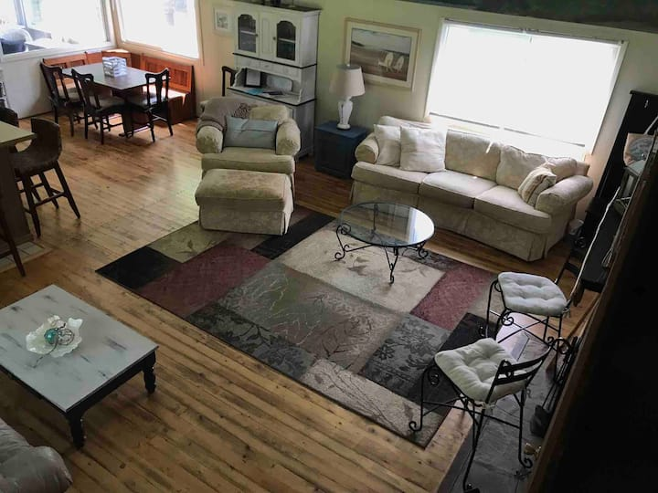Southern Ontario 3 Bdrm Cottage in Crescent Beach