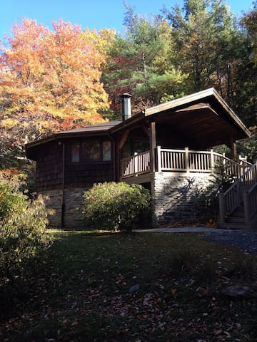 Cozy Classic Cabin Steps from the Linville Gorge!