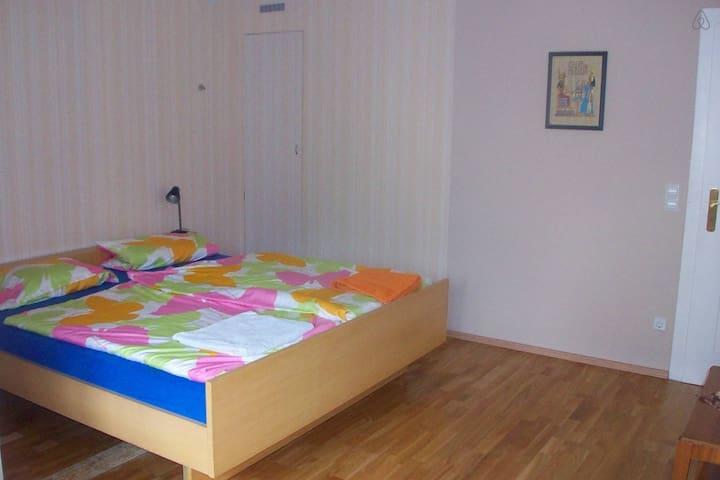 Gästezimmer im Haus - Stuttgart - House