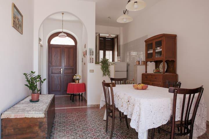 Caratteristico appartamento Ericino - Erice - Hus