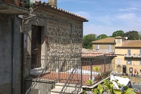 Bilocale panoramico - Farnese - 獨棟