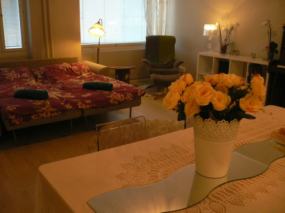 Very spacious guest room with a working space, bed linen and towels