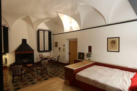 Parma, Antico Studio dietro al Battistero