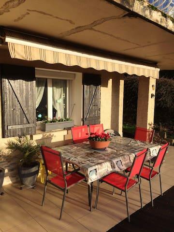 Joli apt avec terrasse & Wifi