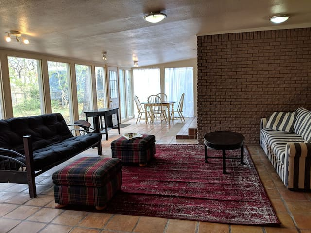 *Spacious & quiet* HUGE SUNROOM close to it all :)