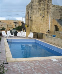 HORA FARMHOUSE, SAN LAWRENCE, GOZO, POOL, VIEWS.
