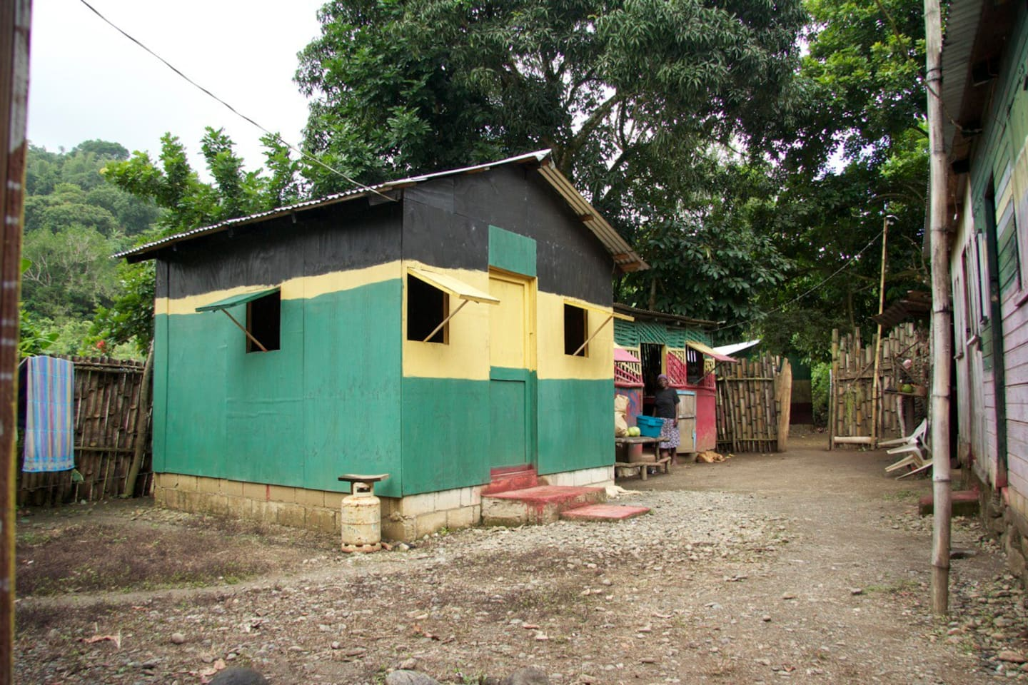 2 bed hut on the yard