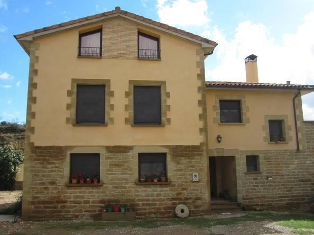 Dos casas desde 1 a 22 plazas - Biscarrués - Rumah