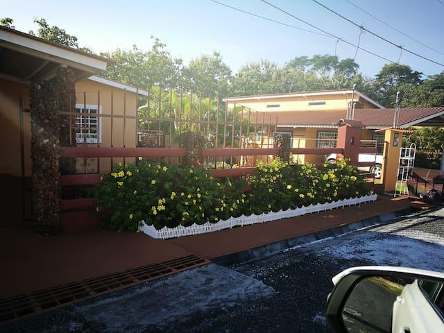 Casa de Campo cerca de  Playas y Centro Comercial