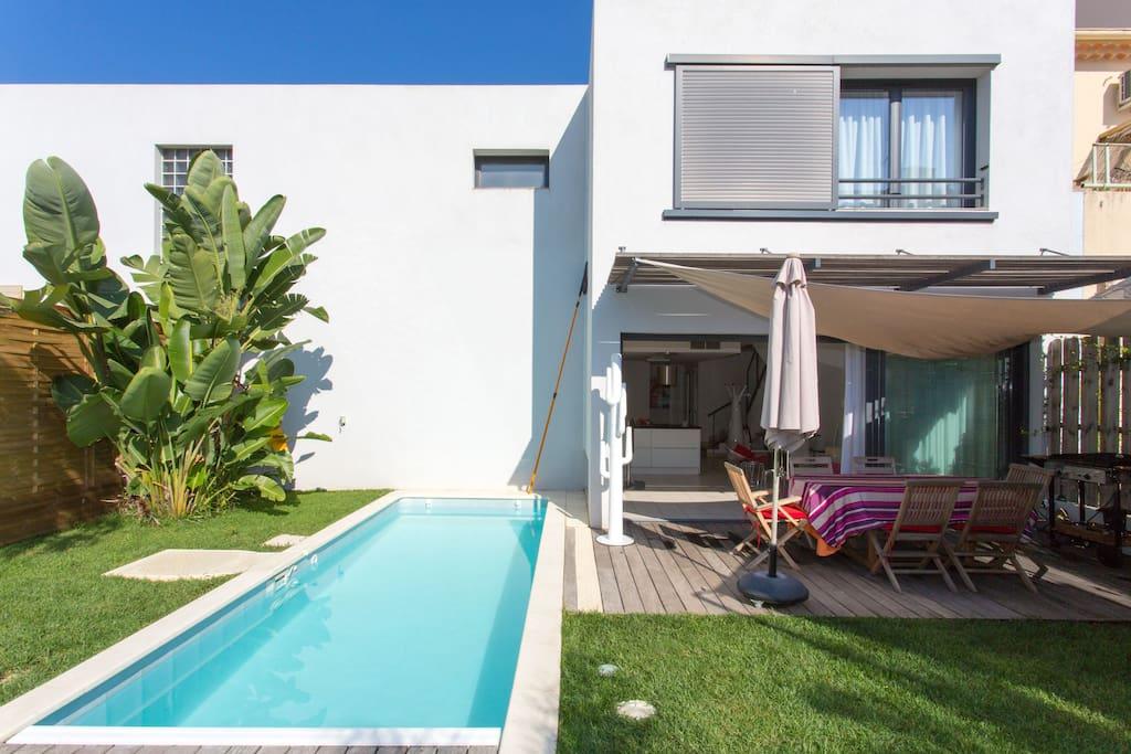 villa piscine jardin mer et centre a pied garage maisons louer antibes provence alpes. Black Bedroom Furniture Sets. Home Design Ideas