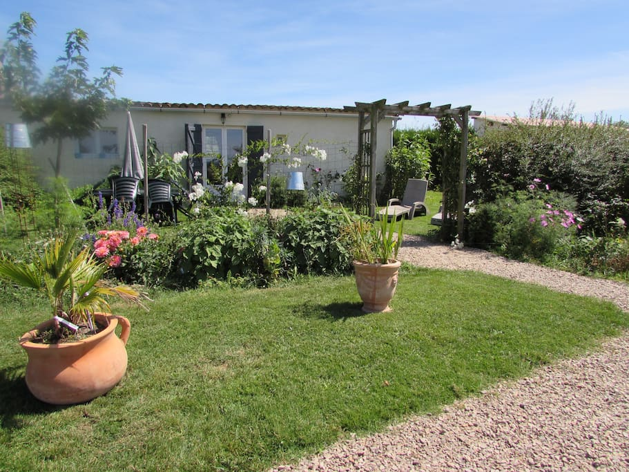 le cottage et son jardin fleuri