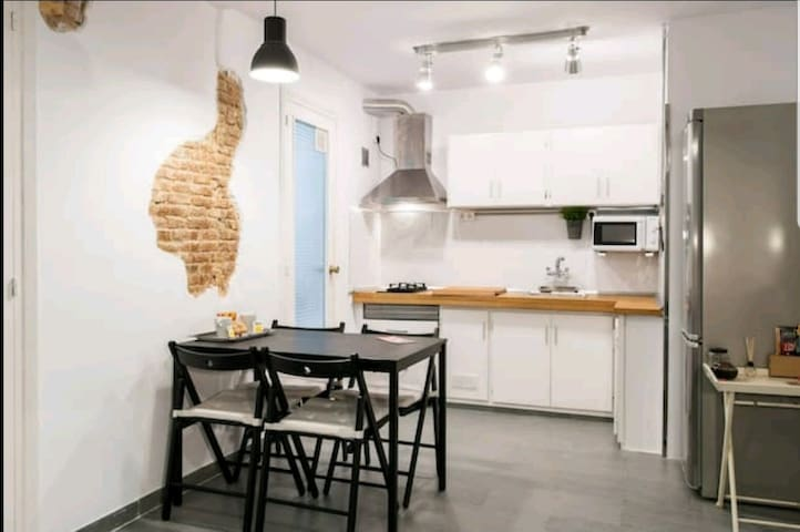 Nice&Central/10' Rambla/near sq. Spain/ WiFi