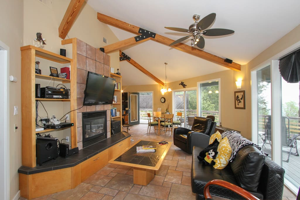 Let your mountain top retreat include watching the 46 inch TV or relaxing in front of the gas fireplace