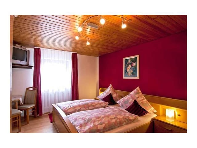 Gasthaus Zur Linde mit Gästehaus & Bauernhof, (Oberharmersbach), Doppelzimmer Abendrot mit Dusche und WC