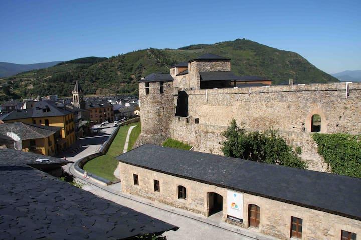 Ponferrada Castillo - Ponferrada - Flat