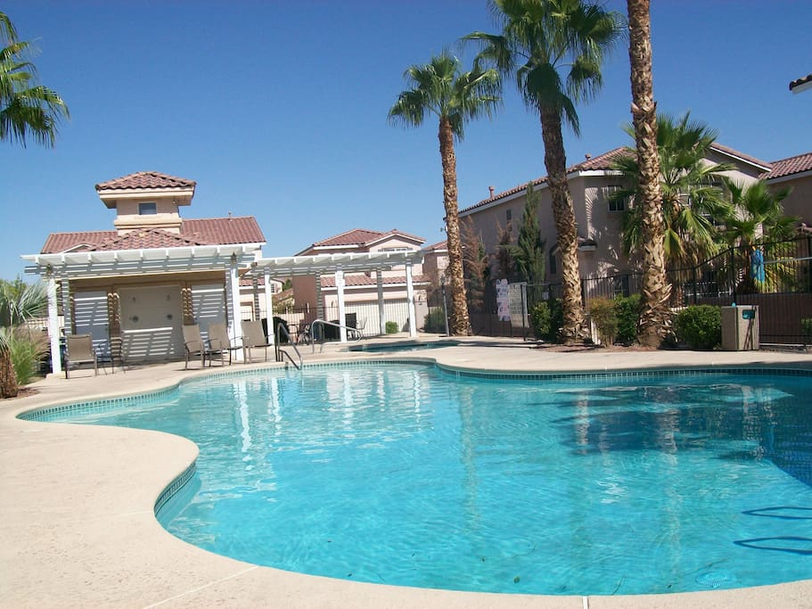 2 Bed Loft Gated Townhouse W Pool Houses For Rent In Las Vegas Nevada United States