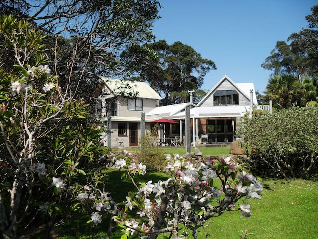 Nature's Garden B&B - Great Barrier Island, New Zealand - Bed & Breakfast
