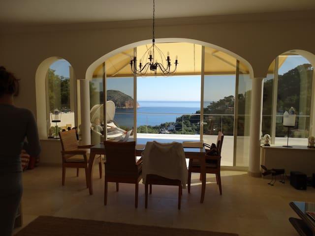 Luxury Villa with a wonderful sea view