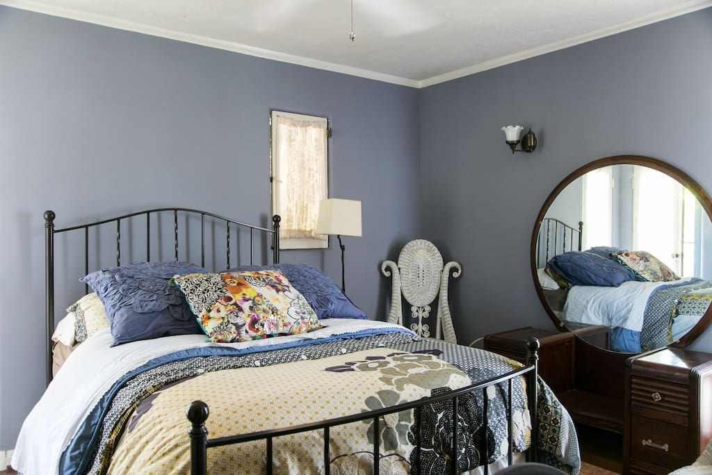 Guest bedroom overview
