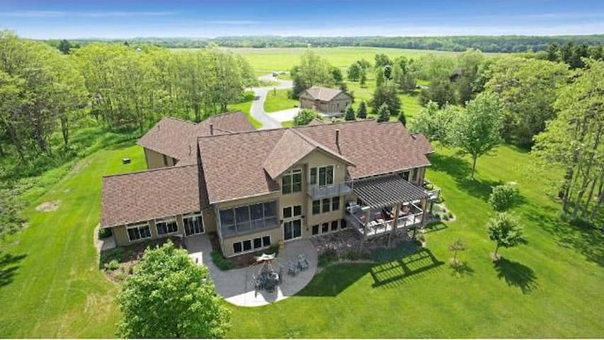 Super Bowl - Luxury home on St Croix river