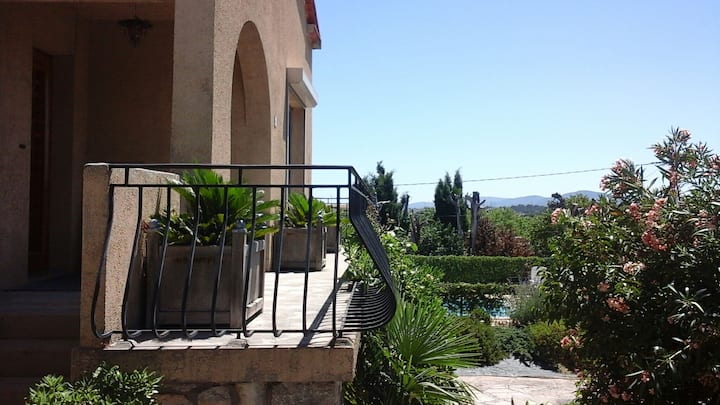Gîte avec  piscine,  spa et wifi, très belle vue