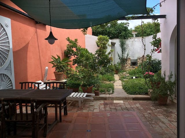 A Quiet  Centre house with Garden  - Tavira - Dům