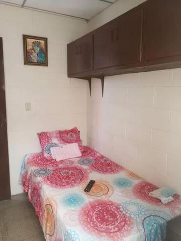Segura y acogedora habitación en Antiguo Cuscatlan