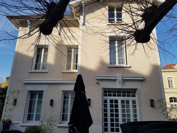 Lyon Croix Rousse villa/jardin et petite piscine