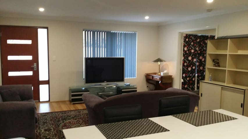 Apartment,Comfortable and Private - Bibra Lake - Apartamento